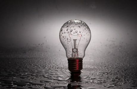 Por que a luz do seu interior se apaga? O que nos leva a morrer lentamente.